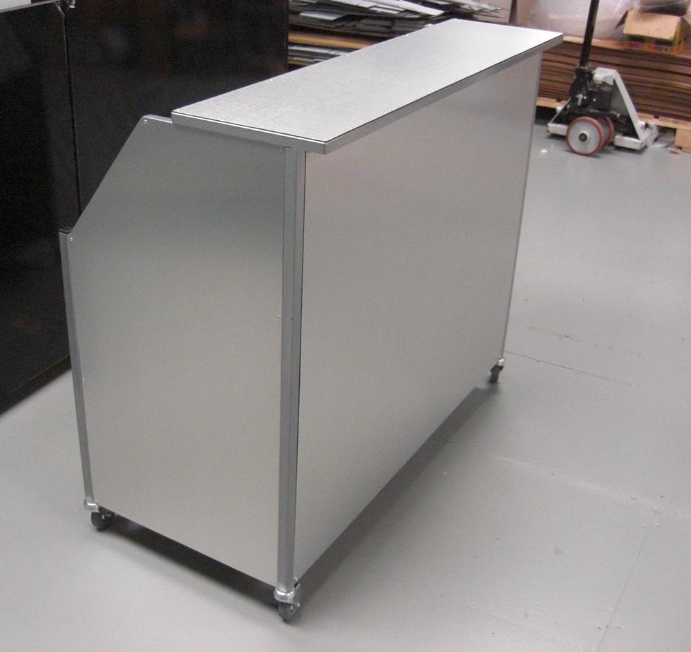 Mobile / Portable Bar With Castor Wheels And Lower Shelf For Keg Dispensing